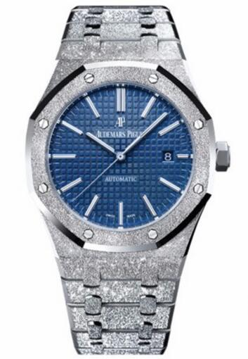 aa2588530e8 No matter for the sparkling case and bracelet or the blue Grande Tapisserie  dial