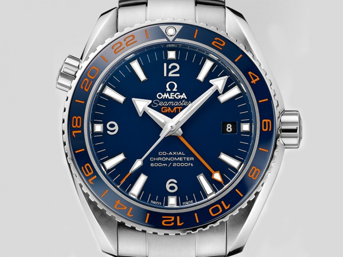 For the dial and bezel of this orange GMT hand replica Omega watch that adopted the combination of blue and bright orange, fully presenting the dynamic feeling.