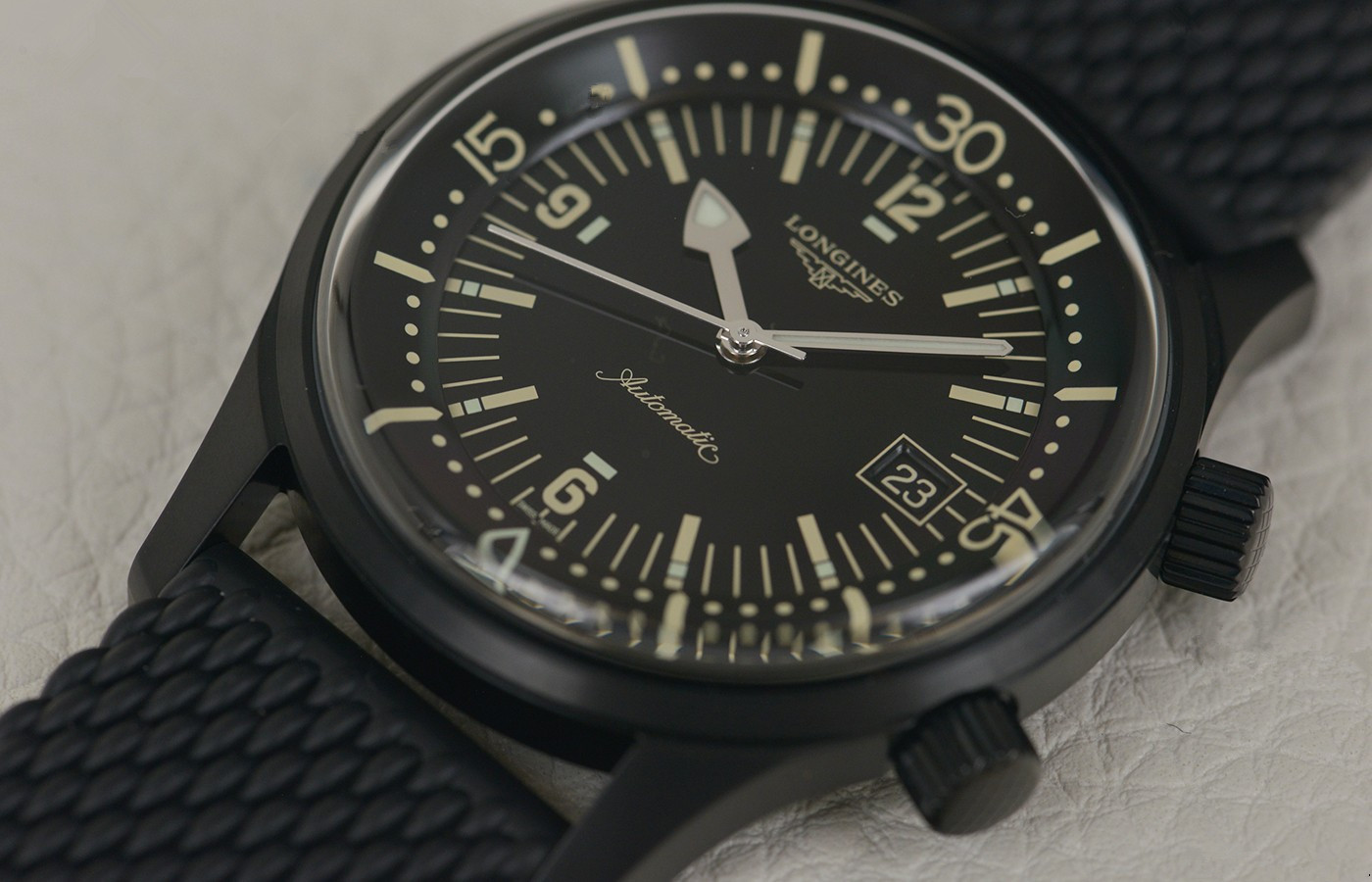 Whole black copy watches are handsome for men.