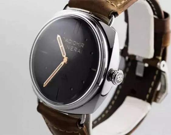 The integrated design of the Panerai is vintage and classic.