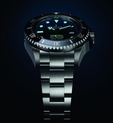 The advanced Chromalight technology of Rolex is as powerful as the technology of Oyster structure.