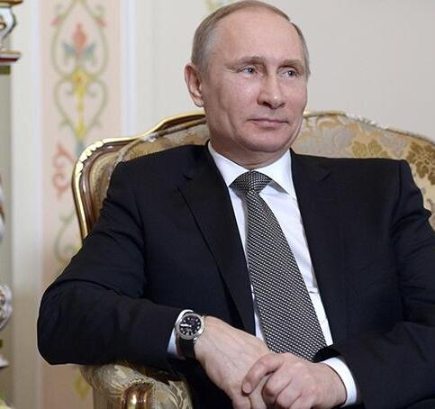 The watches of Putin are always smaller than 40 mm.