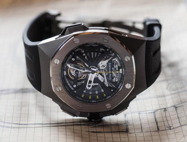 The complicated Audemars Piguet will make the wearers very charming.