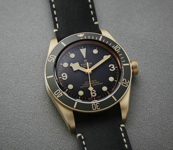 The dark gray dial and bronze case sport a distinctive look of retro style.