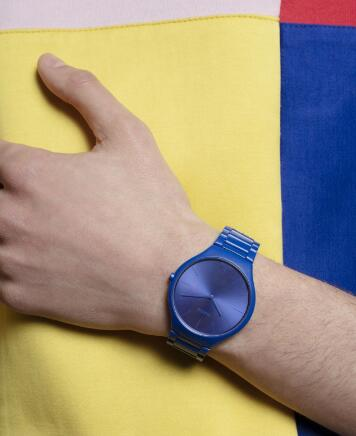 The blue ceramic Rado presents the brand's high level of watchmaking craftsmanship in high-tech ceramic.