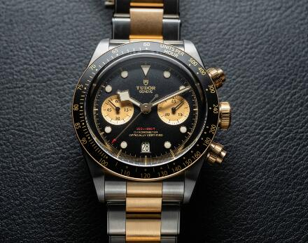 The gold and steel tone endows the timepiece the retro style.