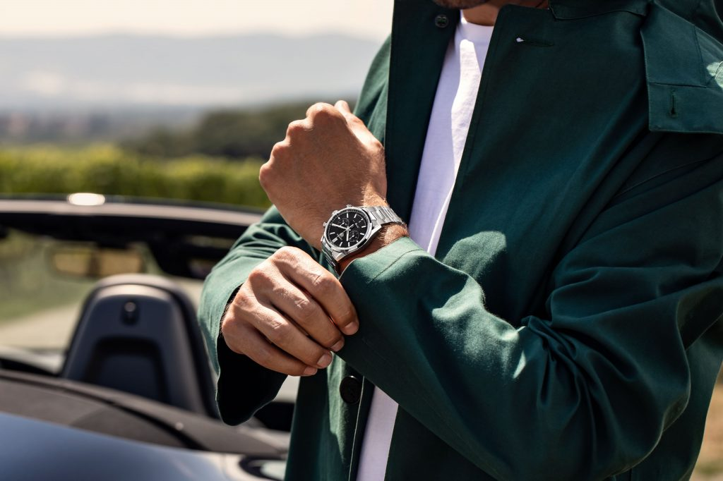The TAG Heuer Carrera fake watch is good choice for men.