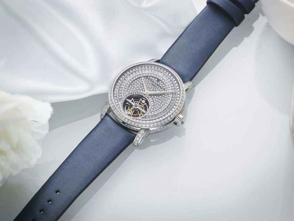 Swiss made replica watches keep the best elegance with blue color.